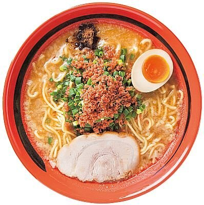 北海道札幌市にある甲殻系スープの店「えびそば 一幻」の『えびみそ(そのまま)』(750円)。太めの麺にもエビの香りが染み込み味わい深い