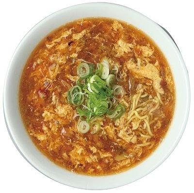「元祖城門ラーメン 中野屋」が当時の味をそのまま再現した『元祖城門ラーメン』(750円)挽き肉などのあんかけスープはアツアツ/横浜