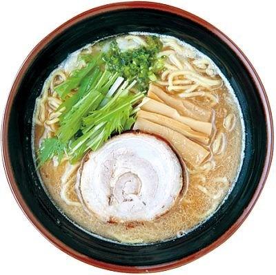 名古屋コーチンなどを使った動物系スープに和風ダシ、ベジポタのトリプルスープという「らーめん奏」の『しょうゆかさね味』(700円)/東海