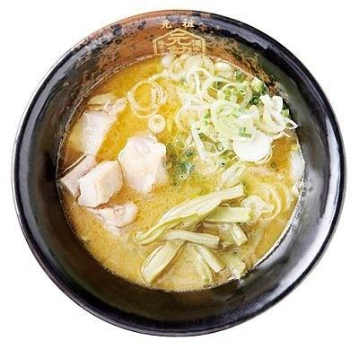 「博多元勲」の『つけめん』(850円)は、鶏100%のスープに宗田カツオ節など4種の魚介から取ったあっさり系スープ/福岡