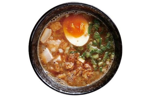「博多一風堂」の『博多つけ麺』(800円)は、18時間以上煮込んだトンコツスープがベース。豚の背脂でこってり感をプラス/福岡