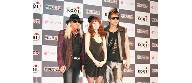 「戦国武将祭」のために結成されたユニット・Phoenix 2:00AM feat.Ami Suzuki(左からDJ KOO、鈴木亜美、motsu)