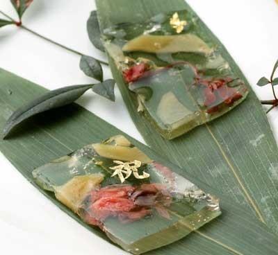 神奈川県で見つけた年明けに食べたいショウガスイーツ。「祝」という文字が目立つ祝茶房 紅拍手(川崎市・新百合ヶ丘)の「生姜さくらグミ」(1個250円)