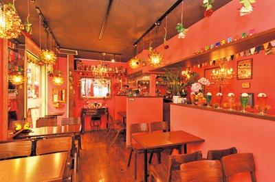 ピンク色の壁は、インスタ映えすると好評3店は寺町通沿い。レトロな印象の外観が特徴/SHIN-SETSU
