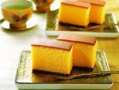 「松翁軒」の「五三焼カステラ」(400g化粧箱入り2520円)は、卵黄と砂糖の配合が多めにじっくり焼き上げ、しっとりした味わい。1人1箱限り、各日20点限定