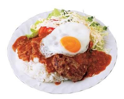 「レストランエール」の、「ハンバーグカレー」は900円。このボリューム感がたまらない!