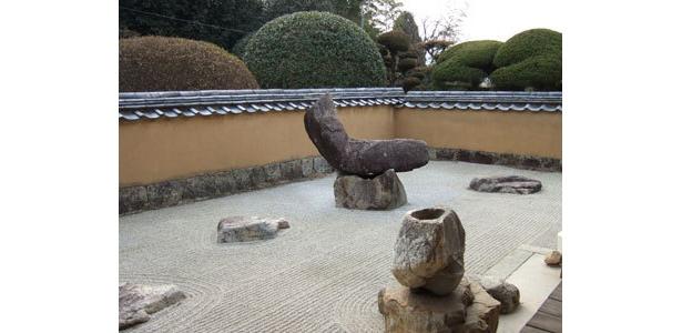 L字型の「兎石」