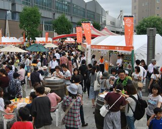 JR帯広駅の南北に所狭しと並ぶブースには、おいしいものがいっぱい!