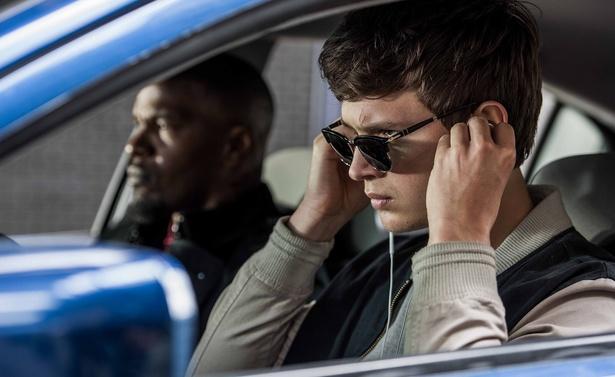 """アルセン演じるベイビーは、音楽を聴くことで""""若き天才ドライバー""""へと覚醒する"""