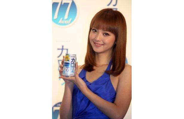 新しくイメージタレントになったモデルの佐々木希さん。お酒は「カラオケでみんなで楽しく飲むのが好き」なのだそう