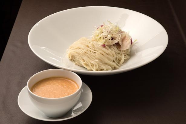 看板メニューの「エビつけ麺(オマール海老の冷たいソース)」780円