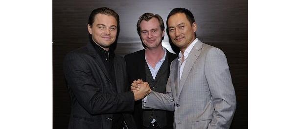 極秘来日時の模様。ディカプリオと渡辺謙ががっちり握手! 中央はノーラン監督