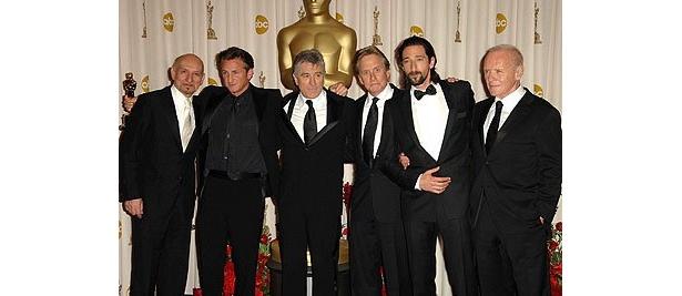 超豪華なプレゼンターたち。左から、ベン・キングズレー、ショーン・ペン、ロバート・デ・ニーロ、マイケル・ダグラス、エイドリアン・ブロディ、アンソニー・ホプキンス