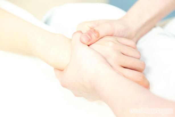青木瑠璃子、指圧の心で癒され…る?