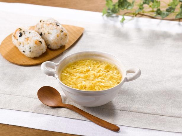 全卵に卵黄を加え、卵の濃厚な旨味を引き出した「The うまみ たまごスープ」(希望小売価格・税抜100円)