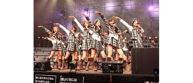 1/21(木)〜1/24(日)に開催されるコンサート「AKB48 リクエストアワー セットリストベスト100 2010」が、全国24か所の映画館で同時生中継