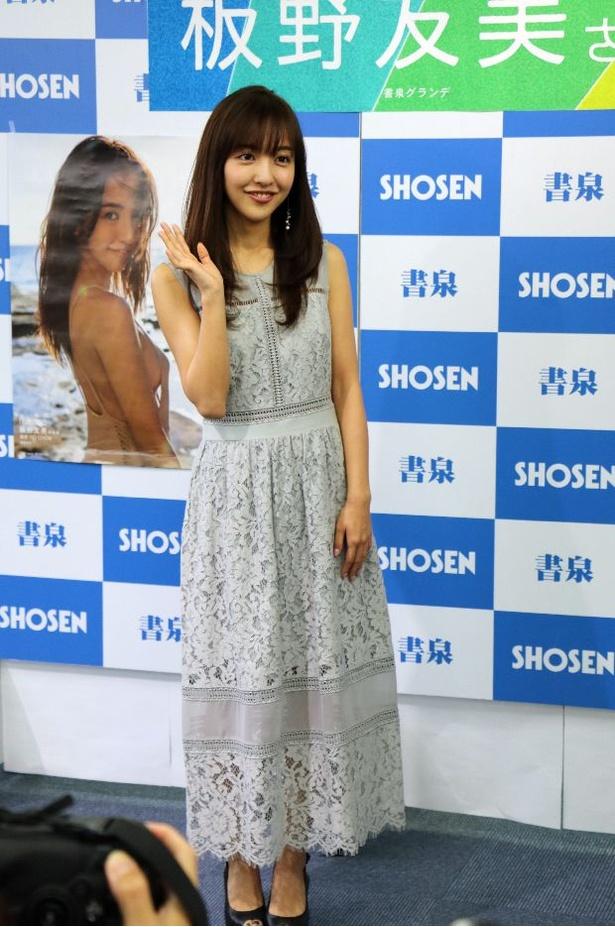 板野友美画像 in 3rd写真集「release」囲み会見 8/20