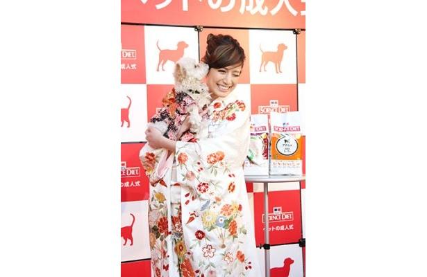 「ペットの成人式」に参加したマリエと愛犬のシャネル