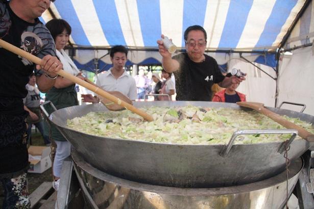 石狩さけまつり/大鍋で作る本場の石狩鍋「千人鍋」