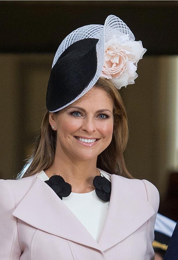 スウェーデンのエステル王女、伝統衣装でハートをわし掴み!