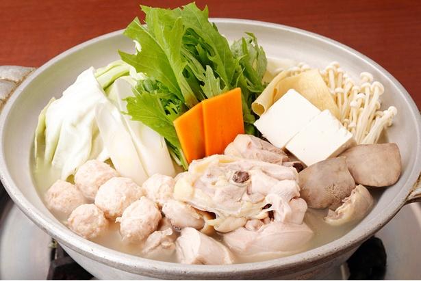 水炊き(コース3300円〜)。柔らかな鶏肉と新鮮野菜がたっぷり