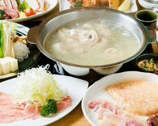 「水炊き御膳」(1680円+税)。水炊き小鍋と小鉢2品、香物とご飯、デザートつき