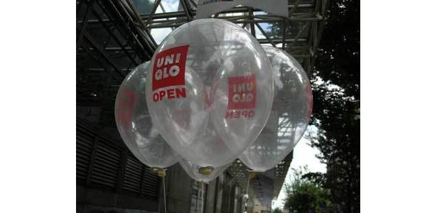 オープン記念のユニクロ風船は、子供に大人気