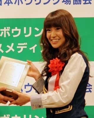 グランプリを喜ぶAKB48の大島優子、野呂佳代、佐藤亜美菜、秋元才加 他、受賞者をチェック