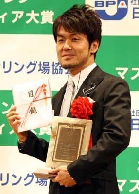 Pリーグをテレビ番組を通して世に広めた功績が認められた土田晃之