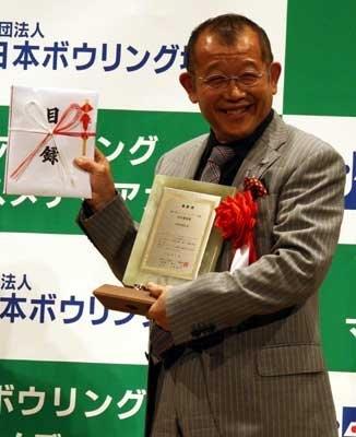 特別貢献賞を受賞した笑福亭鶴瓶。志村けんとのボウリング対決が受賞の決め手に