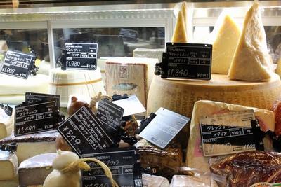 「パルミジャーノ・レッジャーノ」をはじめ、チーズ好きにはたまらないラインアップ