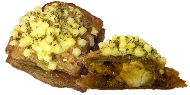 TOLO PAN TOKYOとQBBチーズのコラボ「タンドリーチキンカレーパン」