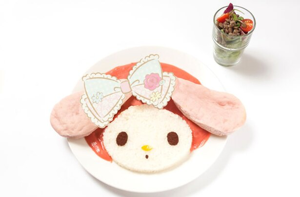 「マイメロディチキンカレー」(1390円)。かわい過ぎて食べられない?!