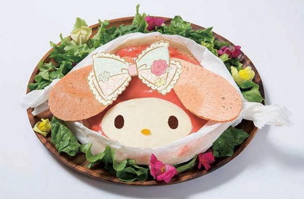 「マイメロディのピザプレート」(1290円)。ピザの上にはエビとトマトクリームソース、ピザのまわりはお花畑!