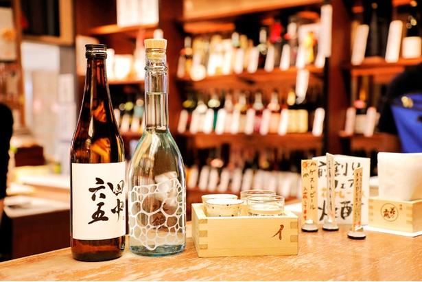 【写真を見る】九州の地酒から日替わりでセレクトした日本酒4種を楽しむ「イロハニ枡」(花札3枚)