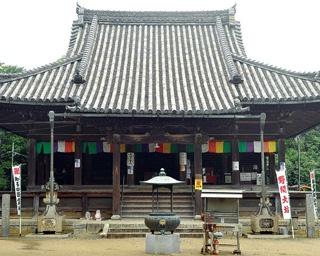 大御堂寺本堂には阿弥陀三尊像が鎮座する