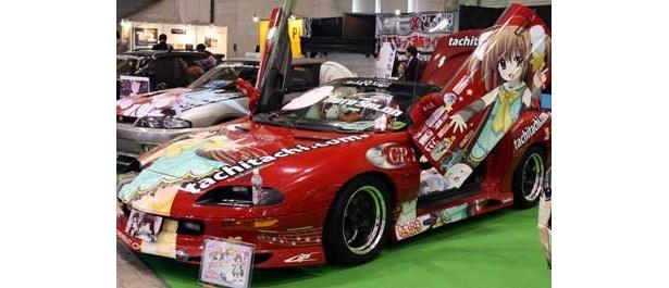 """展示車両も631台を数える今年の「東京オートサロン 2010 with NAPAC」。個性派車両が所狭しと並ぶ中でも""""痛車""""は注目のブースだ"""