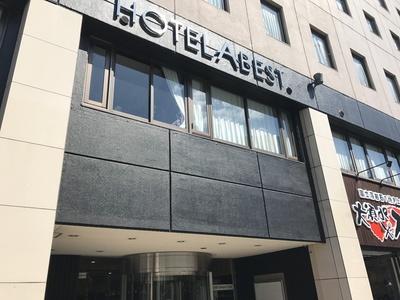 「大須deステーキ」は、大須観音駅近くの「ホテルアベスト大須観音駅前」の1Fにある