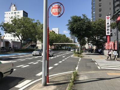 伏見通(国道19号・22号)沿いに位置する「大須deステーキ」は、大須観音の南側すぐ。大須観音駅からも近い