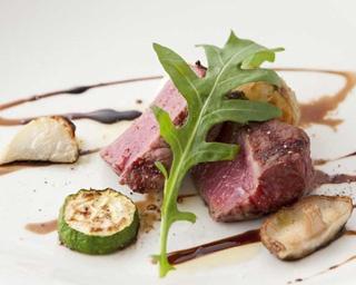 熟成和牛カルビ3種に厚さ5cmの塊肉など、うまみが濃縮した熟成肉の焼肉フルコースを無煙ロースター完備のおしゃれなダイニングで。