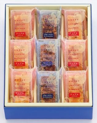 【写真を見る】スティック状のケーキが販売!アップルとブルーベリーの2つの味が楽しめる。写真は9個入