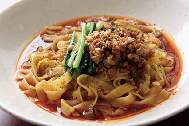 「汁なし担々麺」(850円)。平打ち麺に辛豚挽き肉などをよく混ぜて/担担麵&中華バル 辣将軍