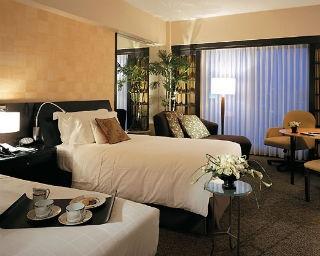 心地よい眠りを誘う特別仕様のベッドやリネンを備えた癒しの空間
