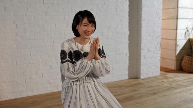 【写真を見る】のんがアフレコのエピソードや広島・呉への思いを笑顔で語る