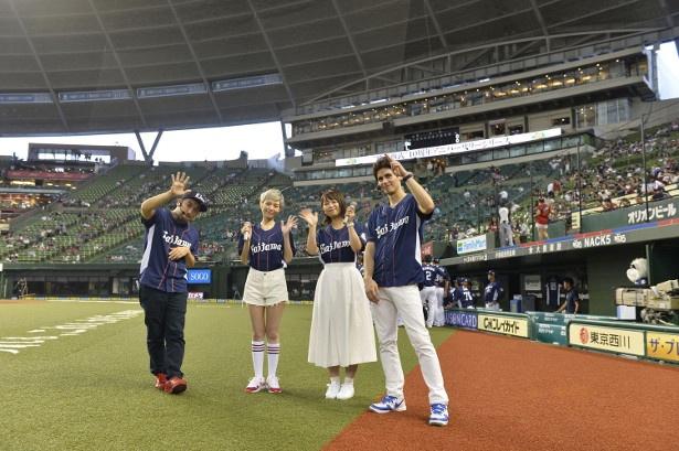 """平野綾が""""聖地""""埼玉の始球式に登場!"""