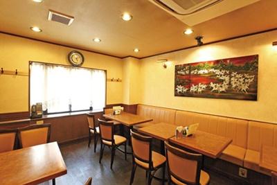 壁には書や絵画がかかり老舗の風格/中華料理 天竺園