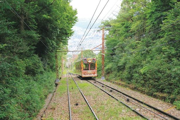 宝山寺駅から生駒山上駅まではメルヘンチックな「ドレミ」が運行/生駒山