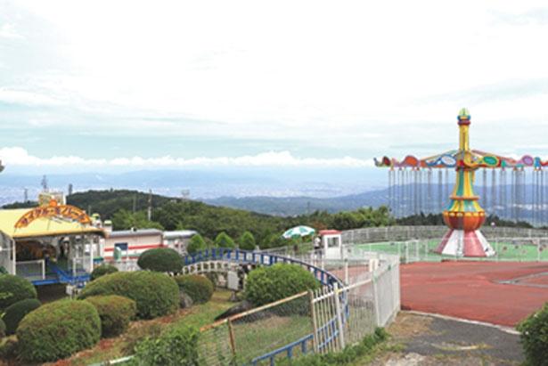園内のいたる所から大パノラマが楽しめる、まさに天空の遊園地/生駒山上遊園地