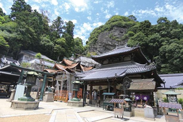 約300年前に江戸時代の僧・湛海律師が復興させた宝山寺/宝山寺