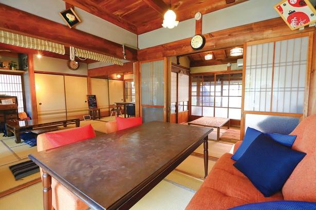 ノスタルジックな雰囲気のこのカフェ、もともと助産院でもあった民家を利用している